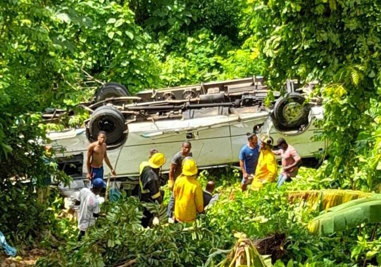Turistas resultan heridos en accidente de tránsito en Samaná.