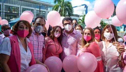 Colaboradores de la CAASD participan en campaña contra cáncer de mama.