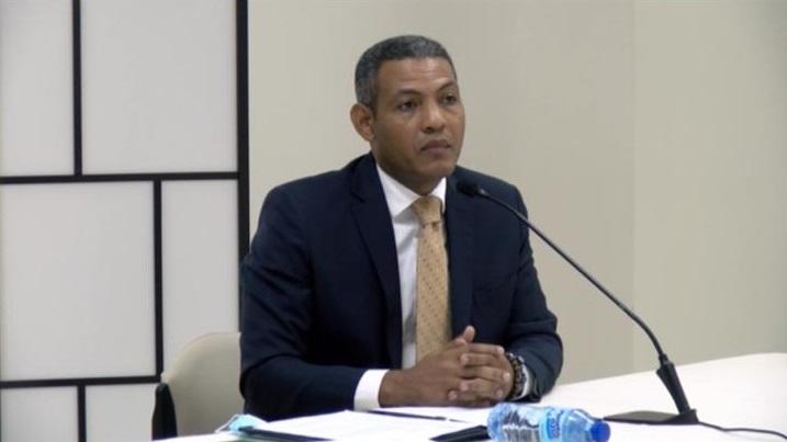 Periodista Daniel Candelario durante entrevista comisión evaluadora del Senado.