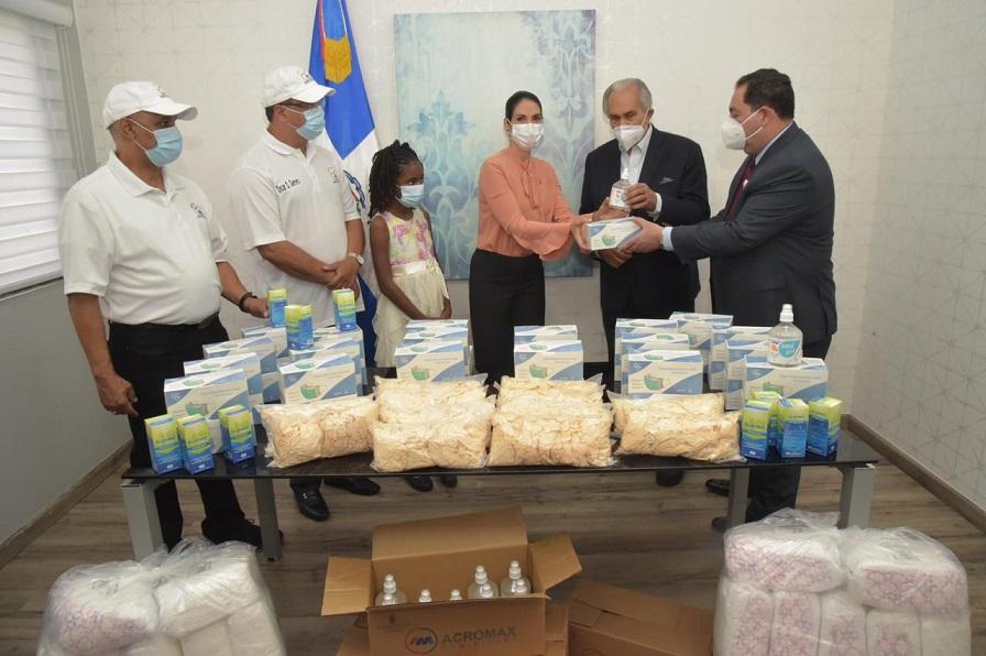 SNS recibe donación de 300 mil mascarillas.