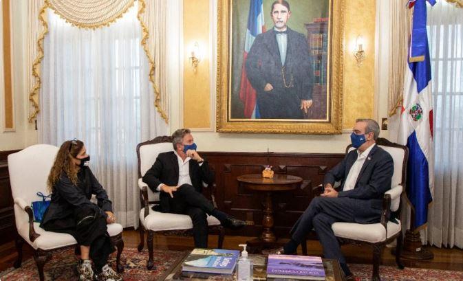 Cantante Ricardo Montaner visita al presidente Abinader.