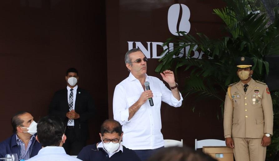 Presidente promete ayudar productores de café.
