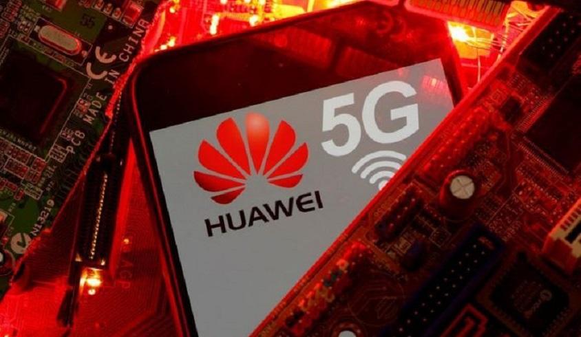 Un teléfono inteligente con el logo de la red Huawei y 5G. (Fuente: Reuters)