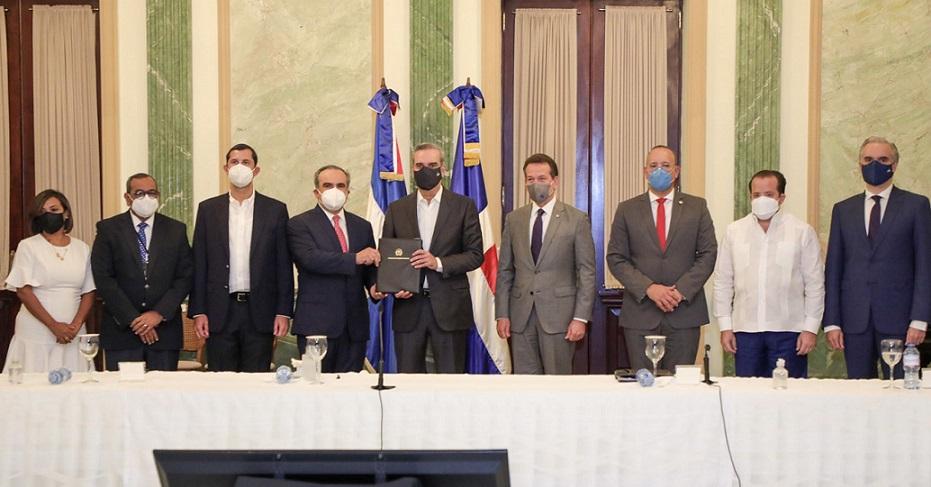 Gobierno impulsará competitividad e innovación industrial.