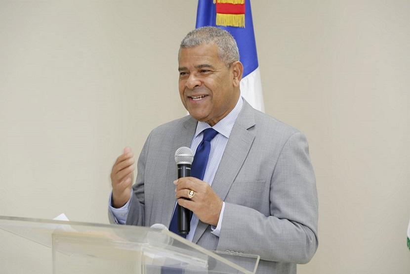 Darío Castillo Lugo felicita servidores públicos en su día.