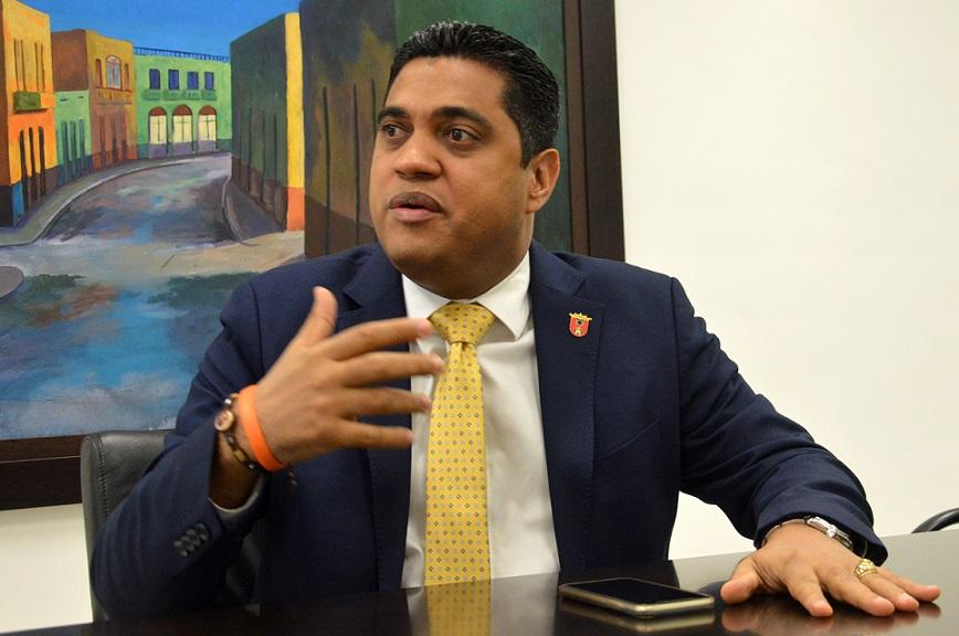 Kelvin Cruz recha aumento salarial de regidores municipio Puerto Plata.