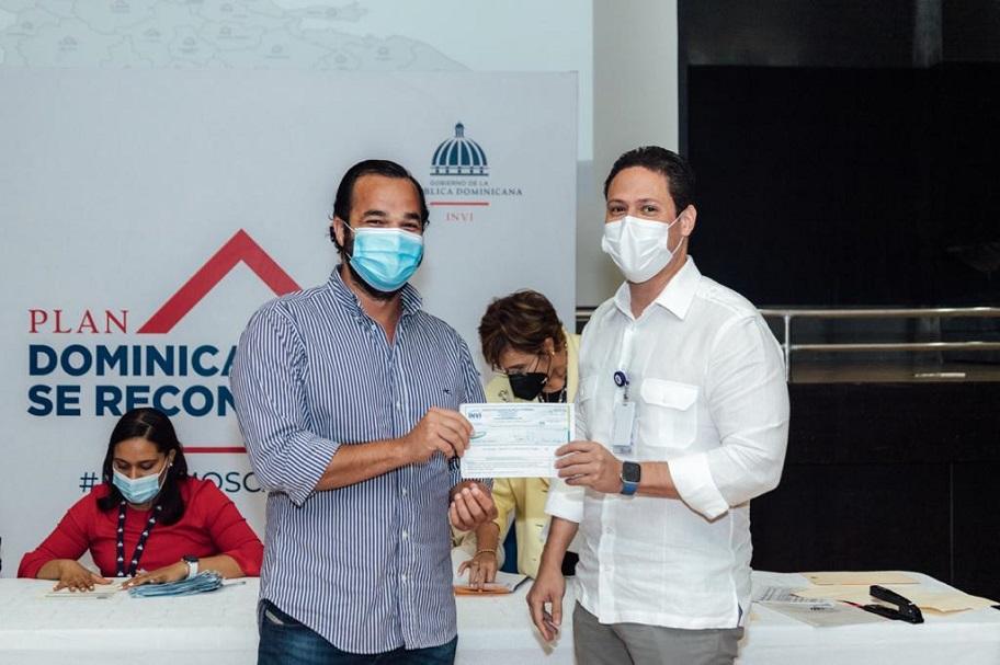 INVI entrega anticipo a proveedores Dominicana se Reconstruye.
