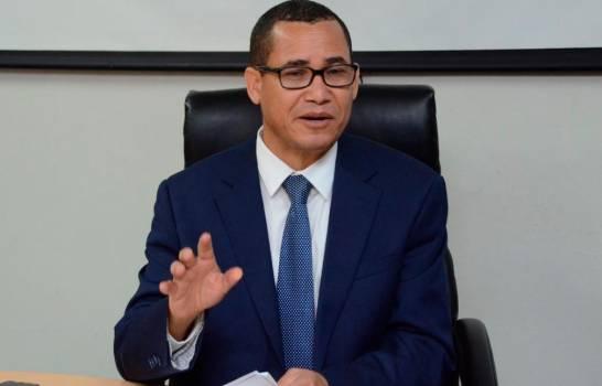 Eddy Olivares emite declaraciones.