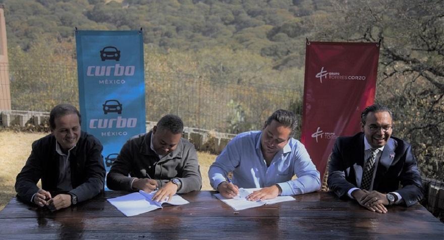 Directivos de Curbo firman acuerdo con socio comercial de México. (Fuente: externa)