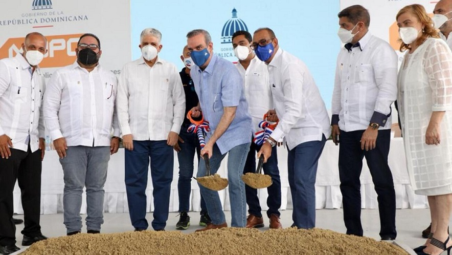 Presidente inicia trabajos en Autopista Duarte.