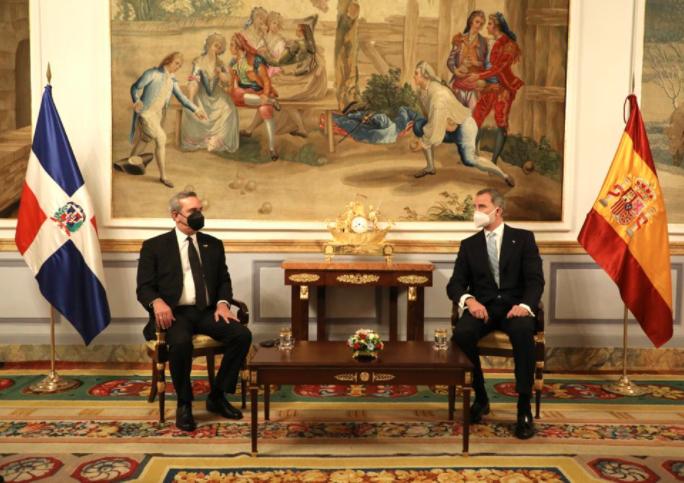 Luis Abinader se reúne con rey Felipe de España.