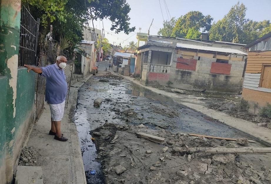 Drenaje pluvial sector La Mina afecta vecinos.