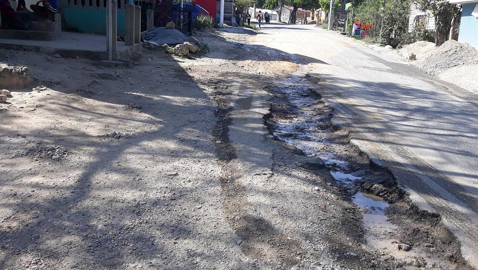 Exigen remozamiento Carretera Sánchez ante progresivo deterioro.