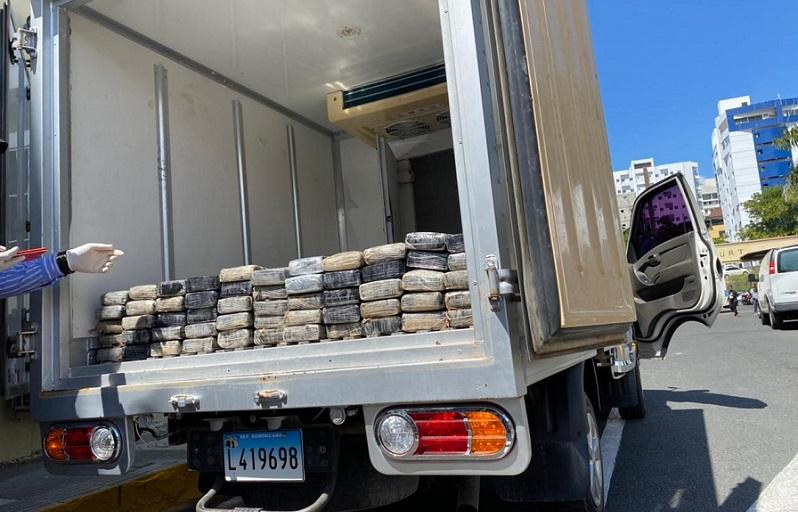 DNCD ocupa 100 paquetes de cocaína durante operativo SDE.