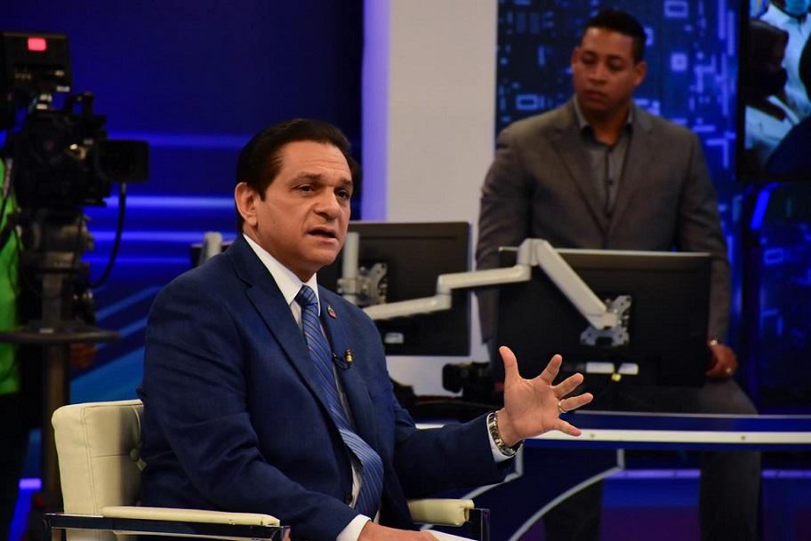 Daniel Rivera anuncia nuevo lote vacuna Sinovac.