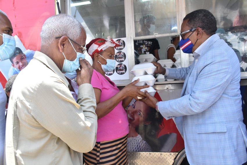 Comedores Económicos asisten familias afectadas por incendio en La Ciénaga.