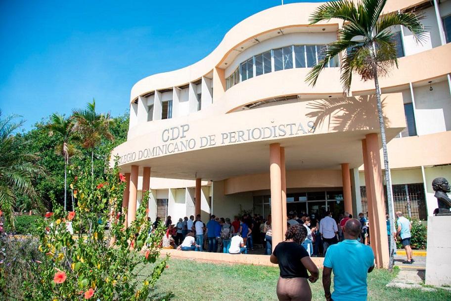 Califican de exitosa jornada de vacunación para miembros prensa dominicana.