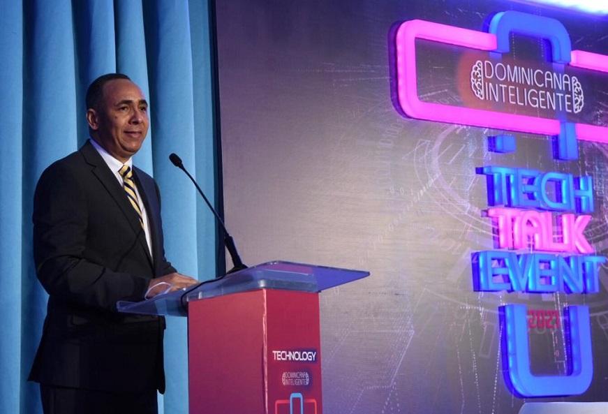Presidente Indotel diserta en foro sobre revolución tecnología.