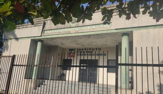 Vecinos piden instalación de una sucursal del Banreservas en el local abandonado del Instituto Postal.