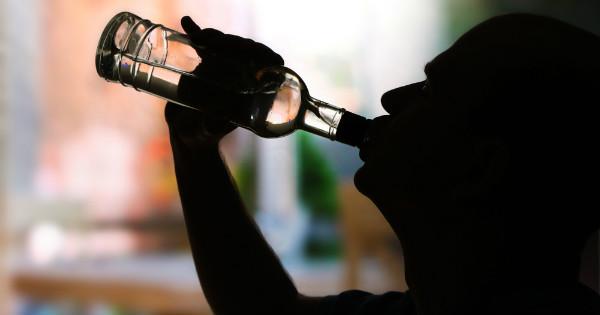 Advierten riesgos consumo bebidas alcohólicas adulteradas.