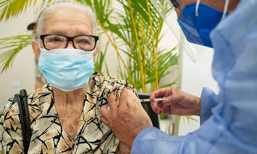 Gobierno autoriza mayores 65 años vacunarse contra coronavirus.