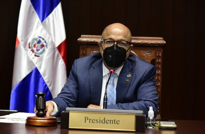 Alfredo Pacheco dirige sesión Cámara de Diputados.