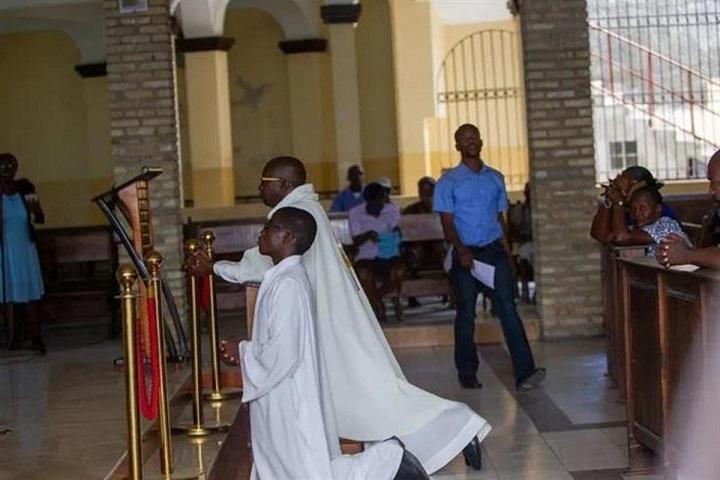 Liberan religiosos franceses secuestrados en Haití.