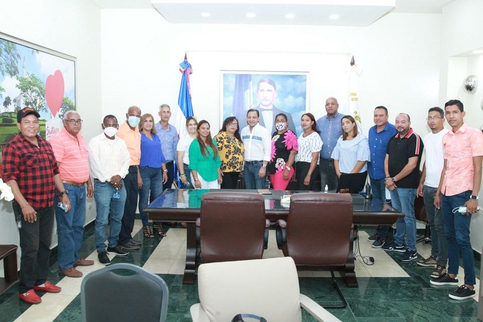 Dirigente Pepillo Salcedo apoyan precandidatura Abel Martínez.