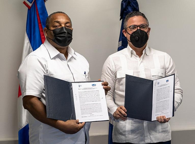 Apordom y Ayuntamiento SDO suscriben acuerdo.
