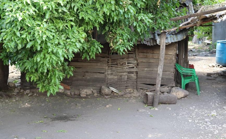 Colonia Plaza Cacique se hunde en la extrema pobreza en Neiba.