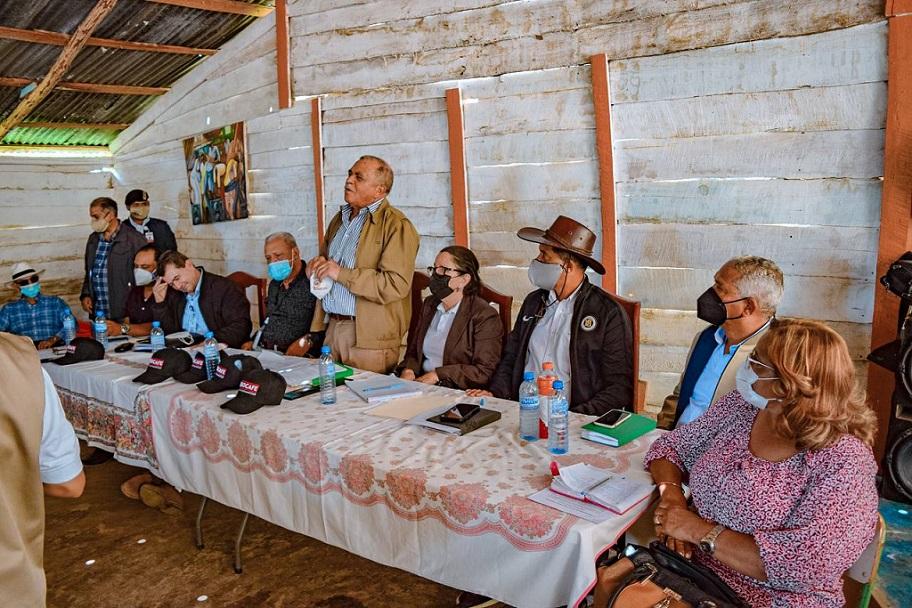Director Indocafé se reúne con caficultores de Santiago Rodríguez.