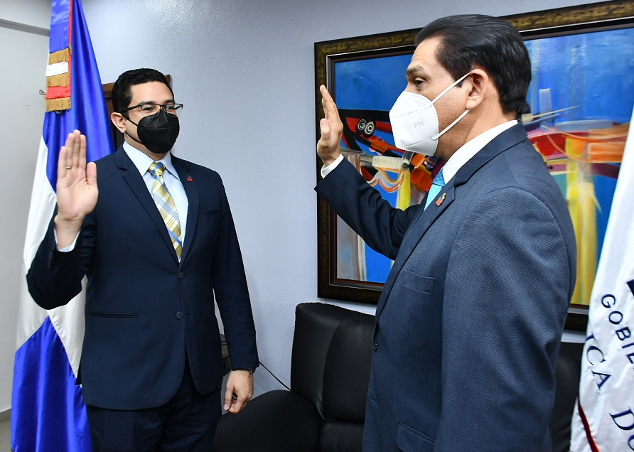 Ministro Salud juramenta nuevo viceministro de Salud Colectiva.