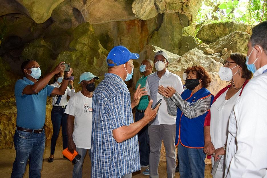 Defensora del pueblo apoya preservación Cuevas del Pomier.