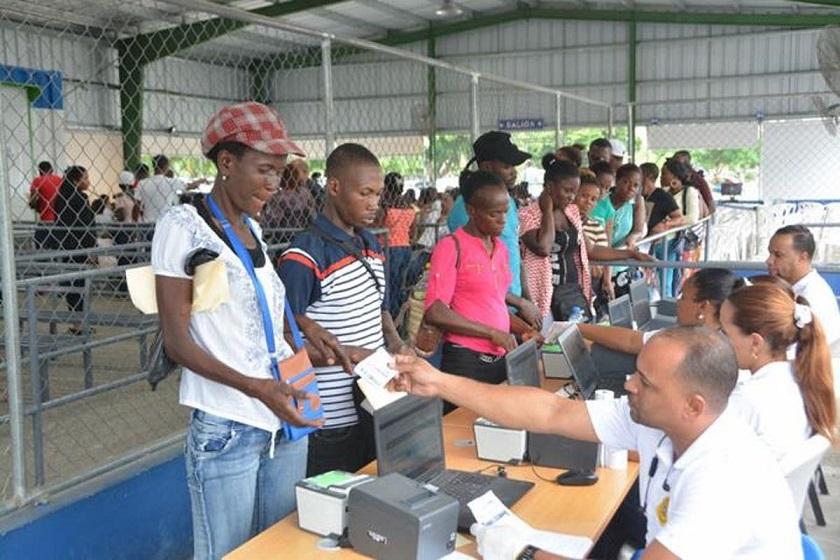 Denuncian irregularidades en Plan de Regularización de haitianos en RD.