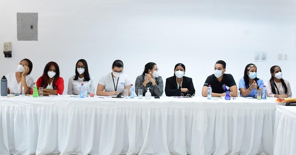Salud Pública orienta médicos de nuevo ingreso sobre la COVID-19.