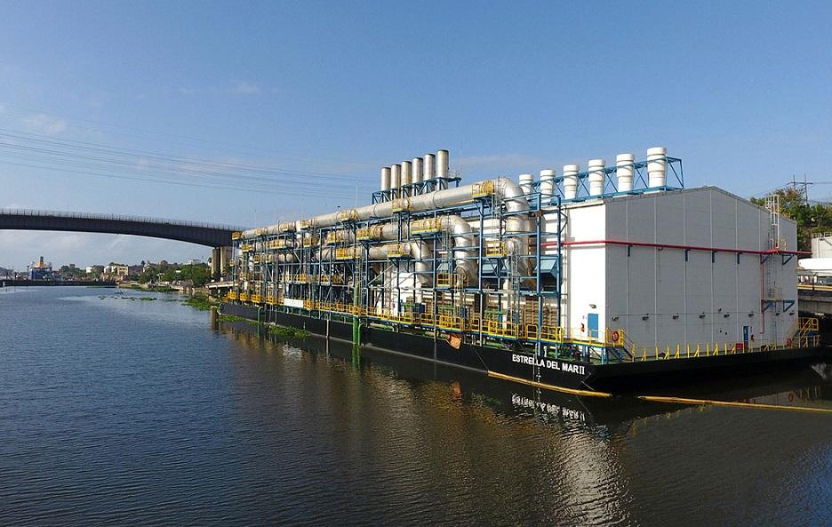 Barcaza Seaboard opera en río Ozama.